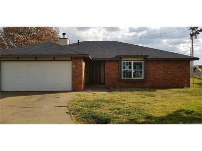 Skiatook Single Family Home For Sale: 713 S Hominy Place
