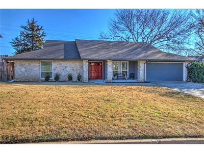 Tulsa Single Family Home For Sale: 6909 S Oswego Avenue