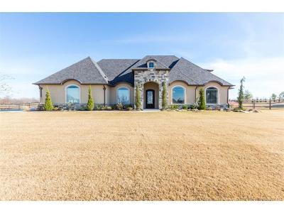 Owasso Single Family Home For Sale: 6443 N Wildwood Lane