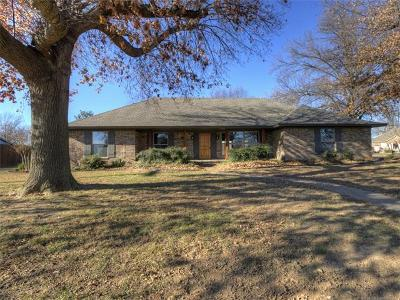 Claremore Single Family Home For Sale: 2009 Valley View Drive