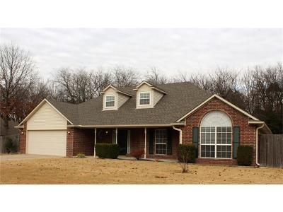 Claremore Single Family Home For Sale: 2706 Parkwood Court