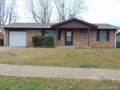 Sand Springs Single Family Home For Sale: 4809 Nassau Circle