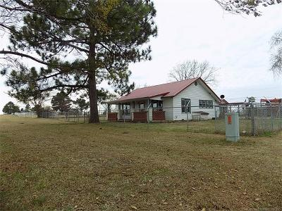 Holdenville OK Single Family Home For Sale: $69,900