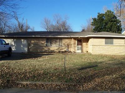 Tulsa Single Family Home For Sale: 1731 W Latimer Place