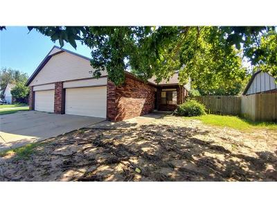 Broken Arrow Multi Family Home For Sale: 7105-7107 S Date Place