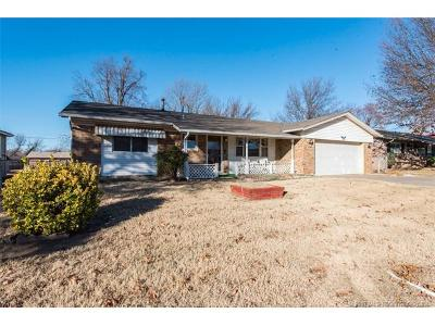 Broken Arrow Single Family Home For Sale: 1106 N Gum Avenue
