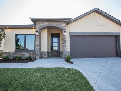 Tulsa Condo/Townhouse For Sale: 8414 S Phoenix Place