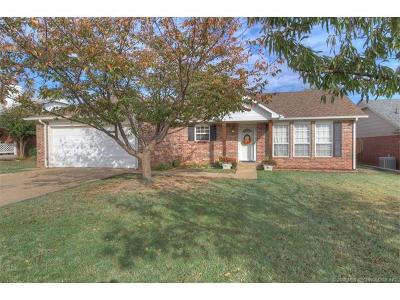 Sand Springs Single Family Home For Sale: 319 W 45th Street