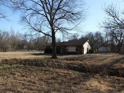Claremore Single Family Home For Sale: 9802 E Northshire Street
