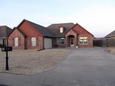 Single Family Home For Sale: 26525 Foxen Drive