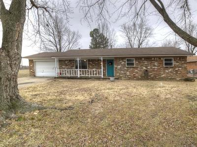 Claremore Single Family Home For Sale: 403 E Fry Street