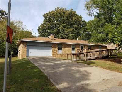 Tahlequah OK Single Family Home For Sale: $136,500