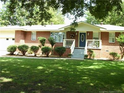 Tahlequah OK Single Family Home For Sale: $144,900