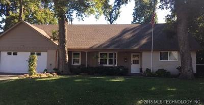 Tulsa Single Family Home For Sale: 1920 E 53rd Street