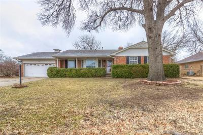 Tulsa Single Family Home For Sale: 5853 S Hudson Place