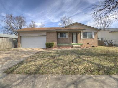 Owasso Single Family Home For Sale: 321 N Carlsbad Street