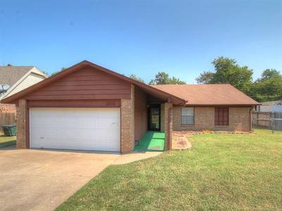 Sand Springs Single Family Home For Sale: 3105 Skylane Drive