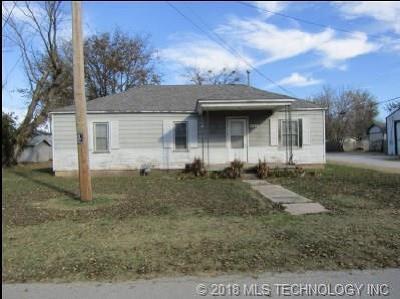 Coweta Single Family Home For Sale: 221 W Magnolia Street