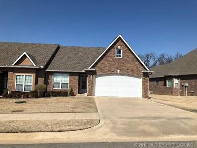 Muskogee Condo/Townhouse For Sale: 3817 State College Drive