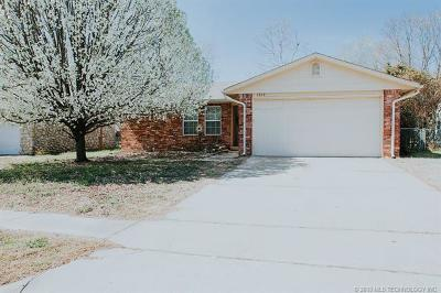Broken Arrow Single Family Home For Sale: 1762 S Poplar Avenue
