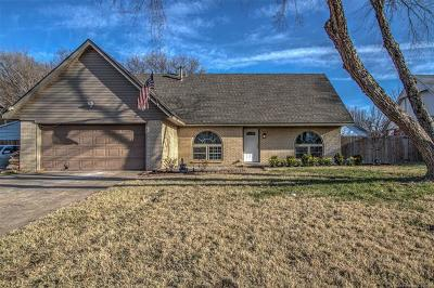 Broken Arrow Single Family Home For Sale: 8006 S Peach Circle