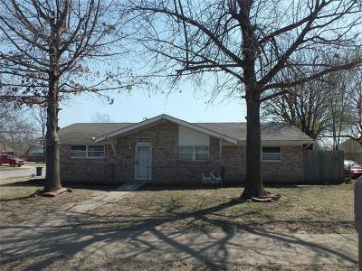 Broken Arrow Single Family Home For Sale: 615 N Village Place