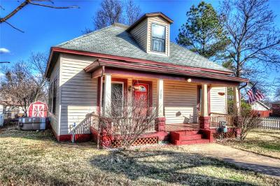 Claremore Single Family Home For Sale: 702 N Dorothy Avenue