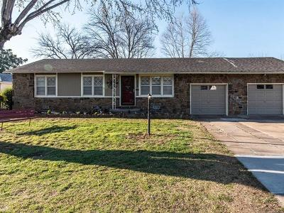 Sand Springs Single Family Home For Sale: 312 W 44th Street