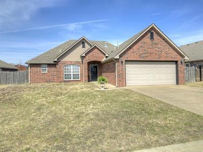 Owasso Single Family Home For Sale: 9705 E 109th Street North