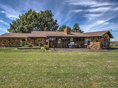 Mounds Single Family Home For Sale: 820 Hwy 75