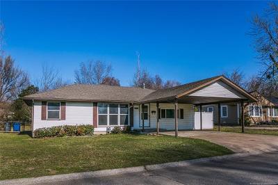 Tulsa Single Family Home For Sale: 2442 S Oswego Avenue