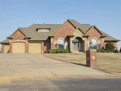 Muskogee Single Family Home For Sale: 4108 Stonecreek Drive