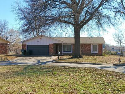 Claremore Single Family Home For Sale: 1100 W School Court