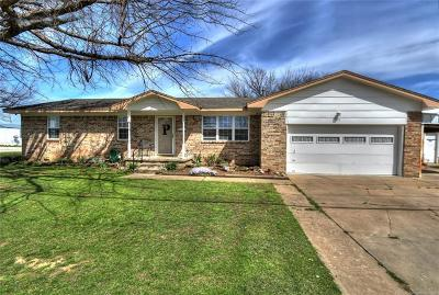 Skiatook Single Family Home For Sale: 301 S Cherry Street