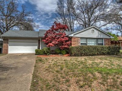 Okmulgee Single Family Home For Sale: 1809 E 10th Street