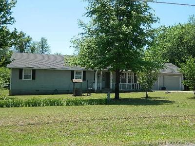 Tahlequah OK Single Family Home For Sale: $125,000