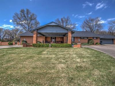 Okmulgee Single Family Home For Sale: 1401 Country Club Drive