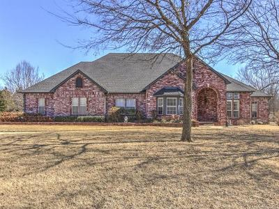 Owasso Single Family Home For Sale: 10111 N Bridgewater Circle