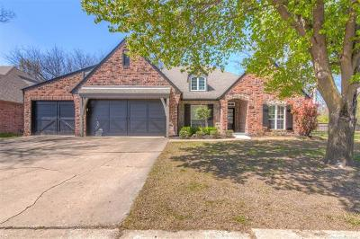 Broken Arrow Single Family Home For Sale: 208 Redwood Place