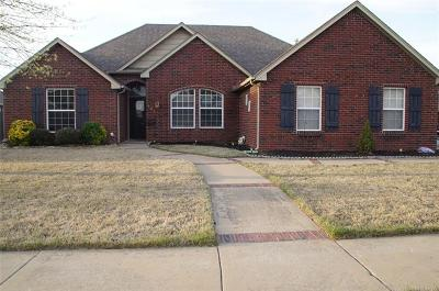 Skiatook Single Family Home For Sale: 131 W 135th Street North N