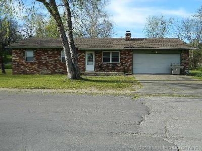 Tahlequah OK Single Family Home For Sale: $110,000