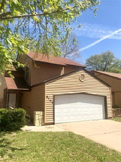Tulsa Single Family Home For Sale: 6705 S Troost Avenue