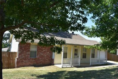 Tahlequah OK Single Family Home For Sale: $122,000