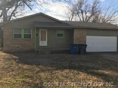 Tulsa Single Family Home For Sale: 210 E 54th Street