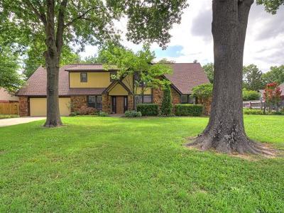 Tulsa Single Family Home For Sale: 9812 S Irvington Avenue