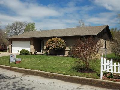 Glenpool Single Family Home For Sale: 683 E Glenpool Boulevard