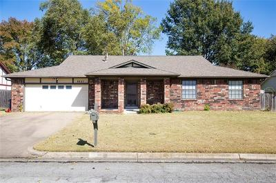 Tulsa Single Family Home For Sale: 8827 E 63rd Street