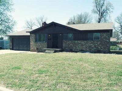 Tulsa Single Family Home For Sale: 2557 W Fairview Street