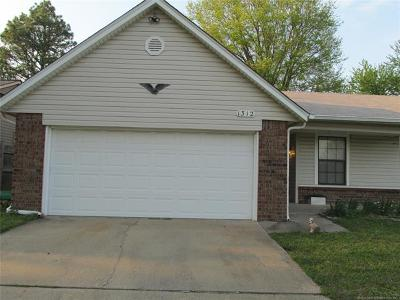 Broken Arrow Single Family Home For Sale: 1312 W Hot Springs Place