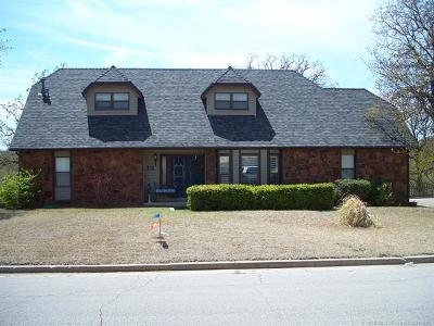 Sand Springs Single Family Home For Sale: 210 Fairway Circle